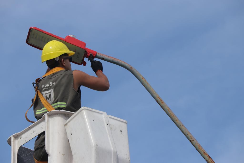 El municipio continúa desarrollando el plan integral de recambio de luminarias en Morón