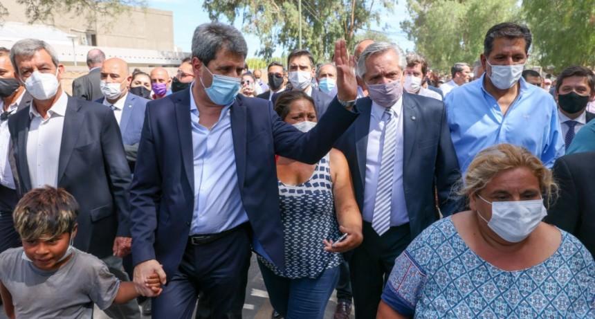 El Presidente recorrió en San Juan las zonas afectadas por el violento sismo que sacudió a la provincia