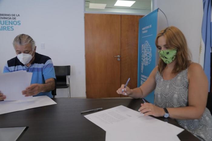 Mara Ruiz Malec firmó un convenio para avanzar en la formalización de los ladrilleros