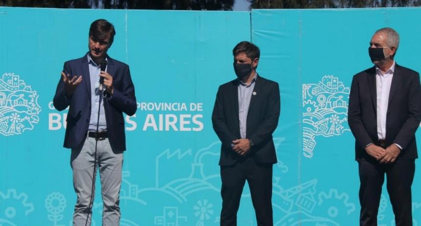 Lucas Ghi y Axel Kicillof entregaron títulos de propiedad a familias de Morón