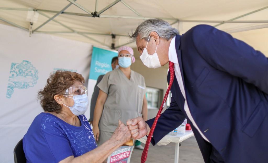 """Alberto Fernández: """"Ahora que hemos podido pasar el millón de vacunados, tenemos que vacunar mucha más gente a mayor velocidad"""""""