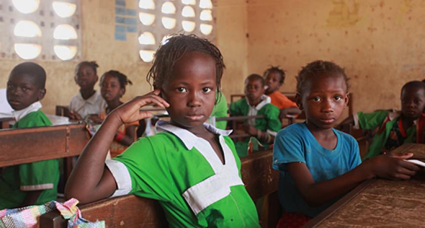 COVID-19: Dos tercios de los países más pobres recortan sus presupuestos de educación en el momento en que menos pueden permitírselo