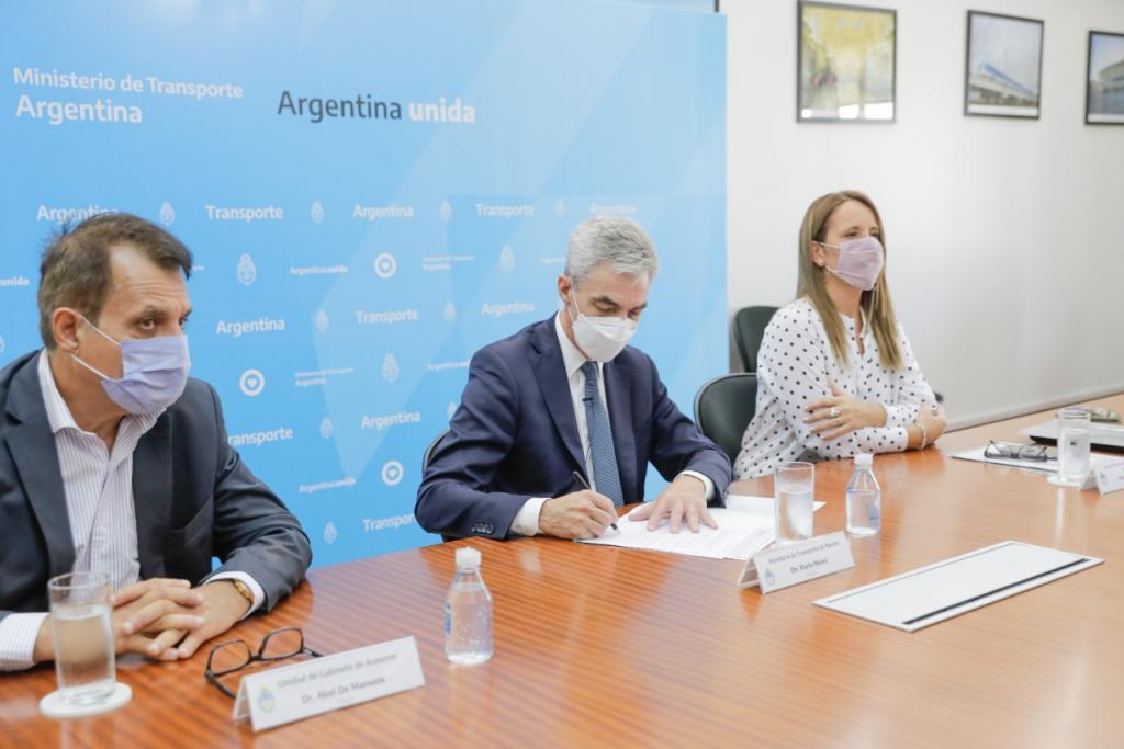 Mario Meoni firmó un acuerdo de cooperación con la OCDE para consolidar el proceso de transparencia del proyecto Hidrovía Paraná - Paraguay