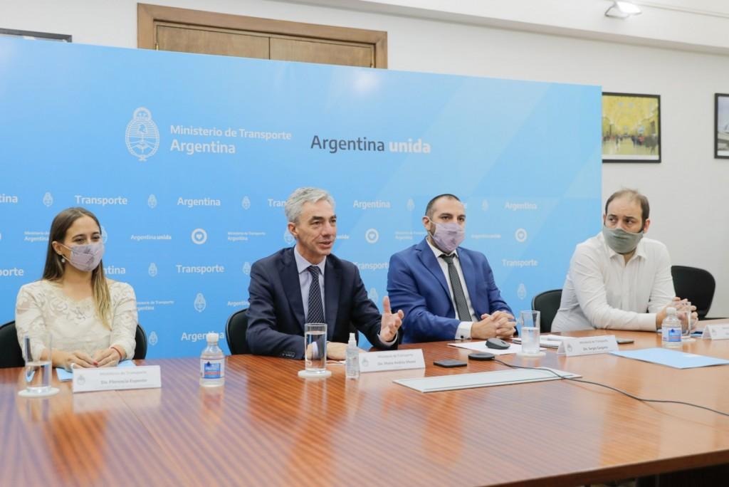 Mario Meoni, junto a 20 empresas de transporte, presentó un proyecto que fomenta la sustentabilidad, la educación vial y las políticas de géneros