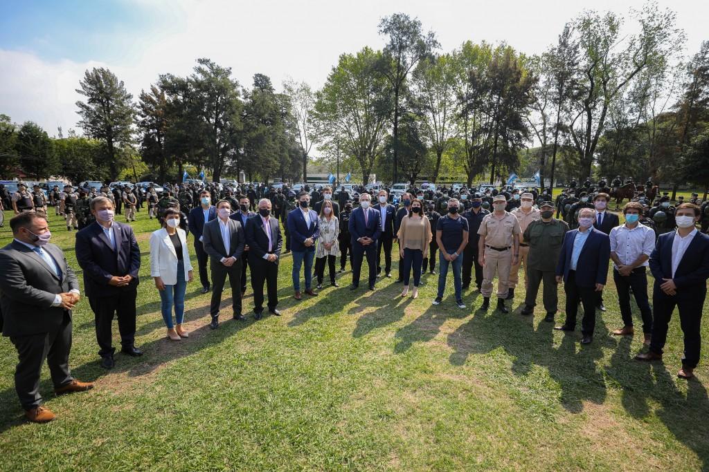 El presidente entregó equipamiento a las fuerzas federales de seguridad y anunció que se suman mil gendarmes al AMBA