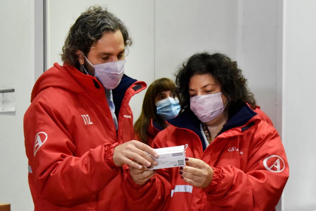 Santiago Cafiero y Carla Vizzotti supervisaron la recepción de vacunas en el centro logístico de Benavídez