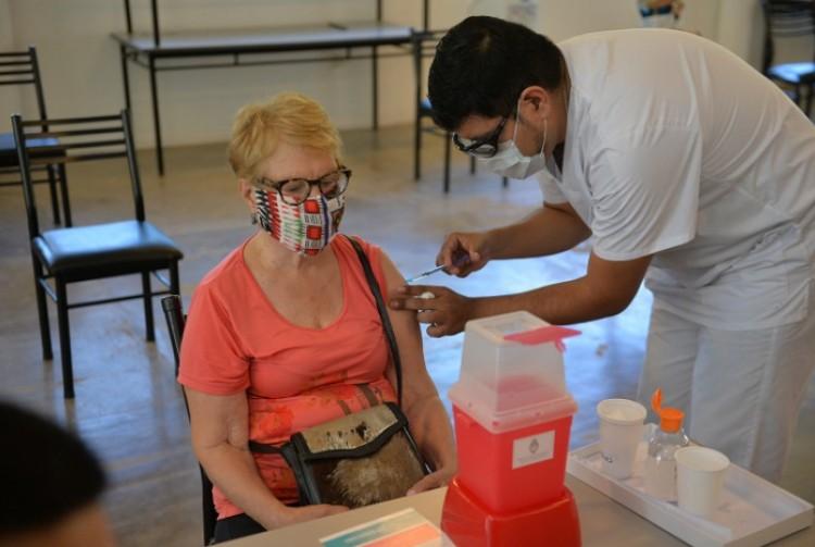 La Provincia de Buenos Aires avanza con la inmunización de los grupos de riesgo