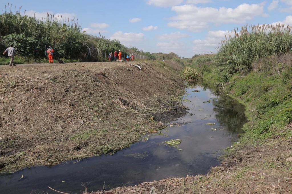 Morón puso en marcha la limpieza de los canales de Cuenca Céspedes en El Palomar