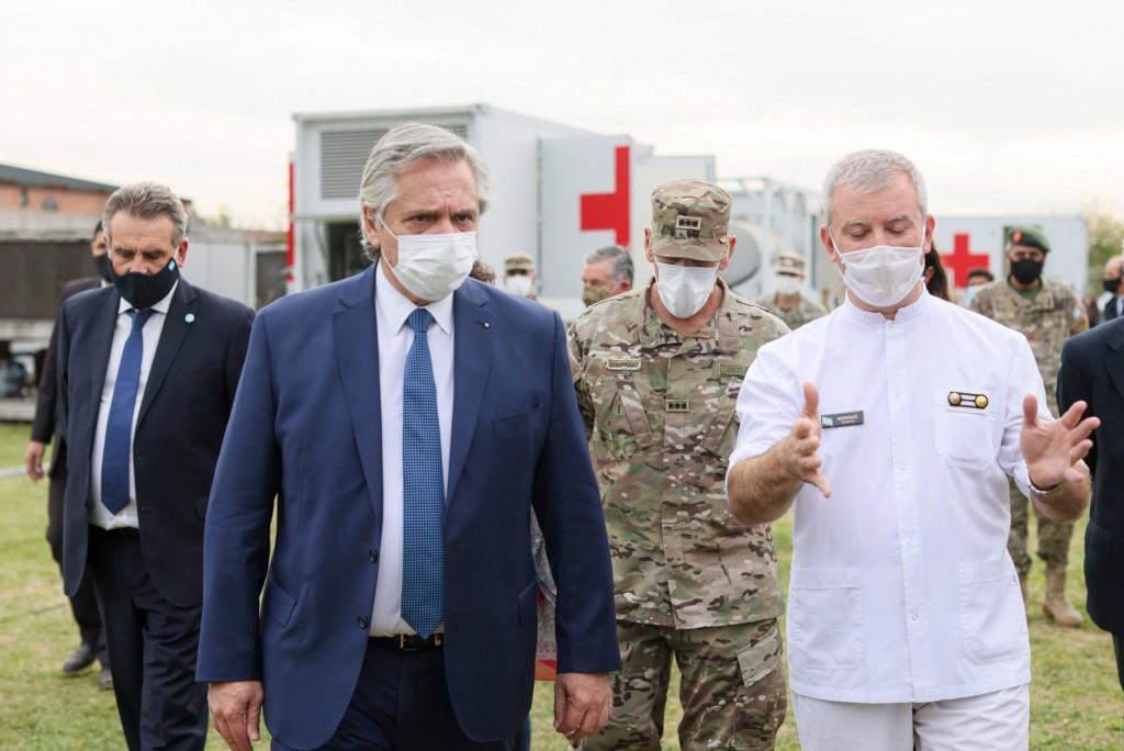 Coronavirus: el presidente recorrió en La Matanza un centro de salud móvil donado al país por China