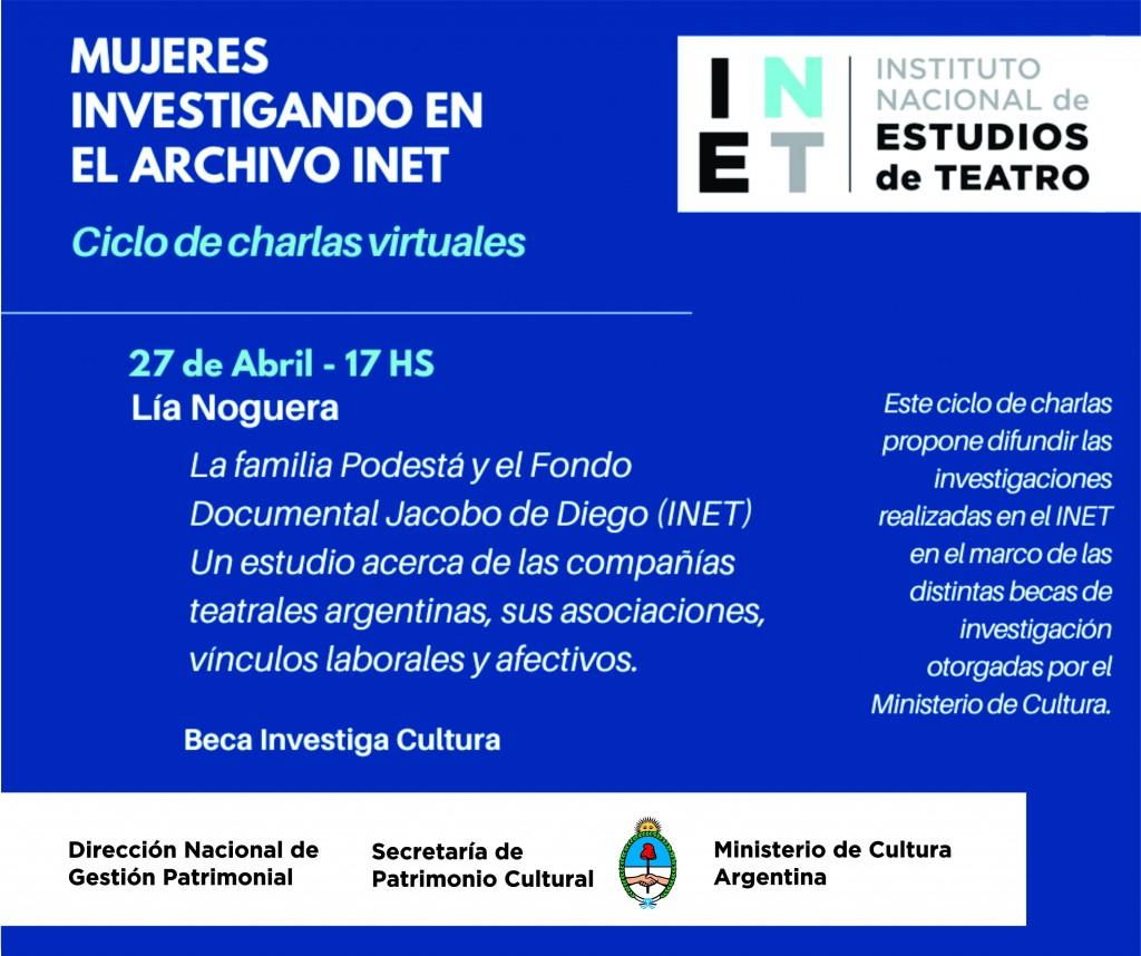 Mujeres investigando en el archivo INET