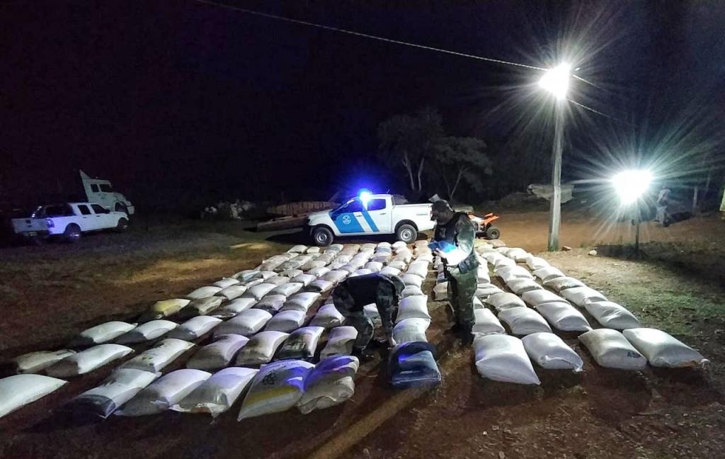 Prefectura Naval incautó más de 17 toneladas de soja y maíz ilegal