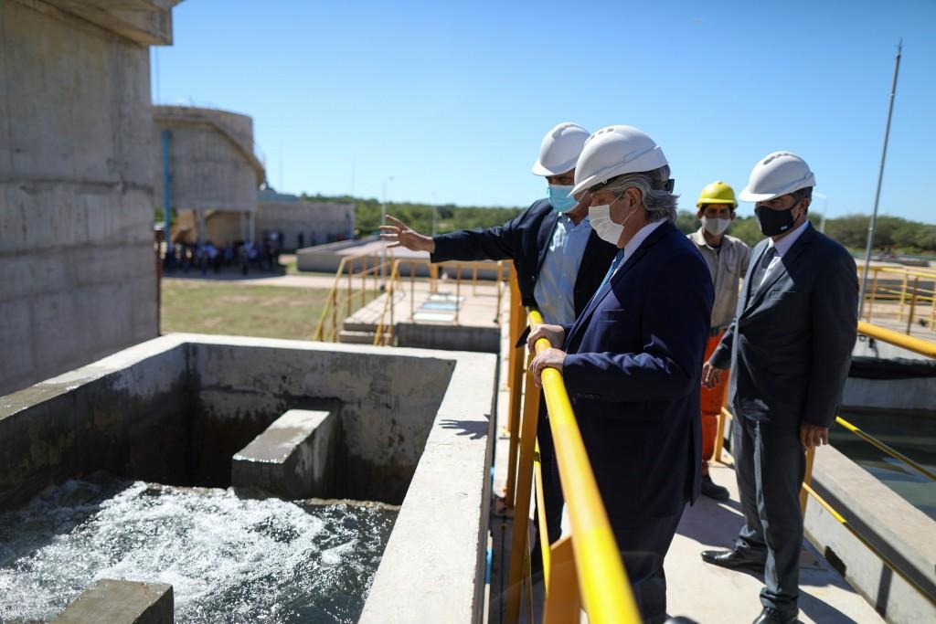 """""""Cuando trabajamos para los argentinos no tenemos sectores políticos"""", dijo el presidente al inaugurar un acueducto en Chaco"""