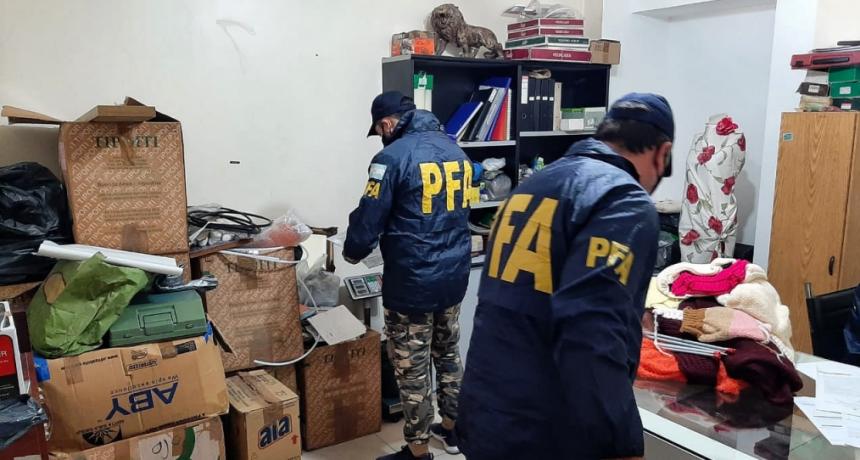 La Policía Federal rescató a ocho víctimas de explotación laboral en un taller clandestino y detuvo a cuatro personas