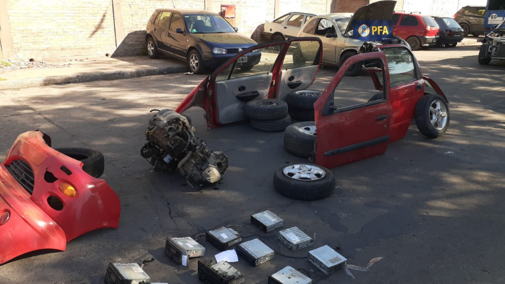 La Policía Federal desbarató un desarmadero ilegal y secuestró más de 1.200 autopartes