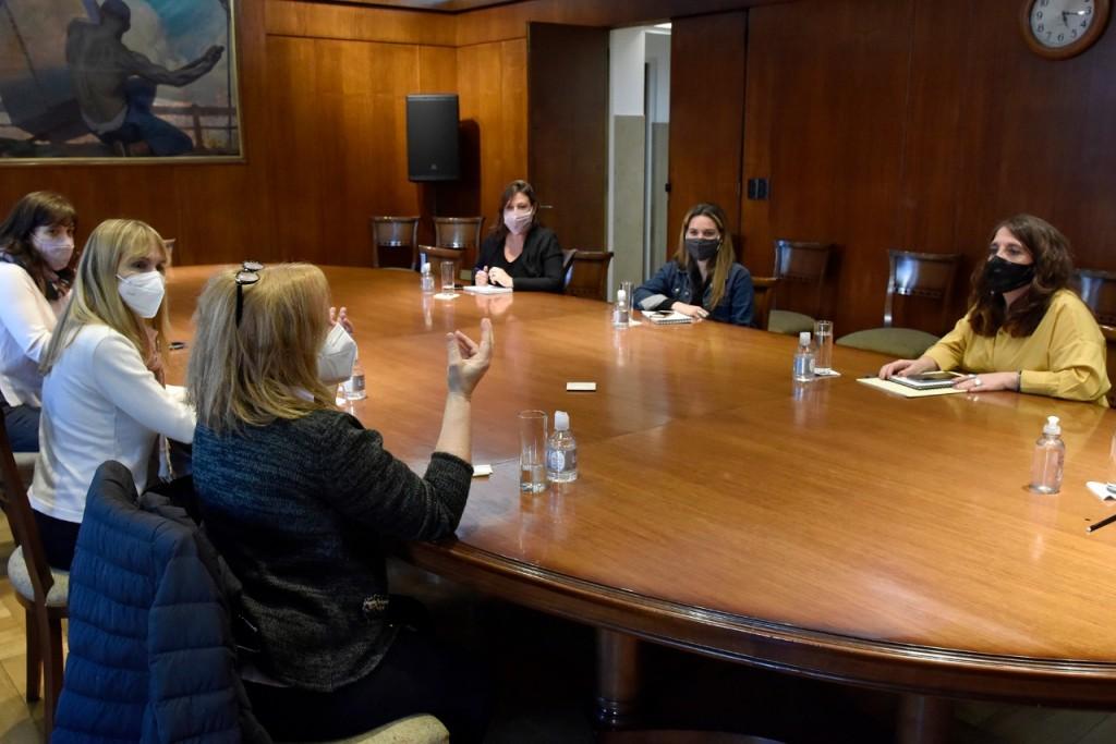 Salud se reunió con la Defensoría del Público para promover la producción de información veraz y de calidad sobre COVID-19