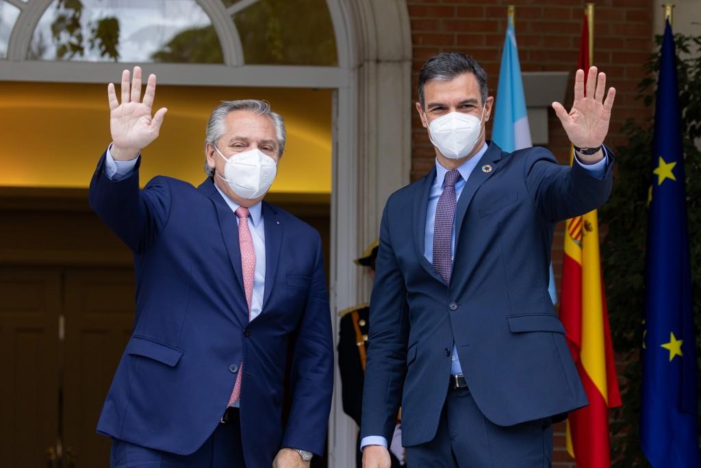 Alberto Fernández se reunió con el Rey Felipe VI de España y con el presidente Pedro Sánchez que anunció una visita a la Argentina