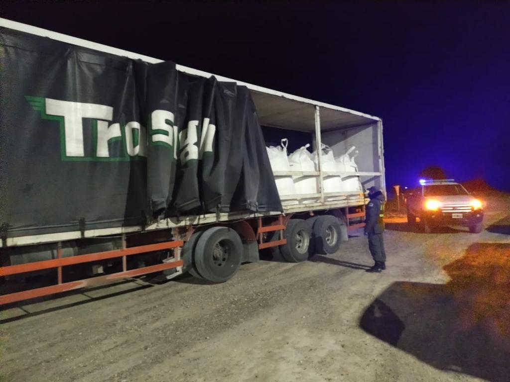 Gendarmería Nacional incautó más de 27 mil kilos de carbonato de sodio transportados de manera ilegal