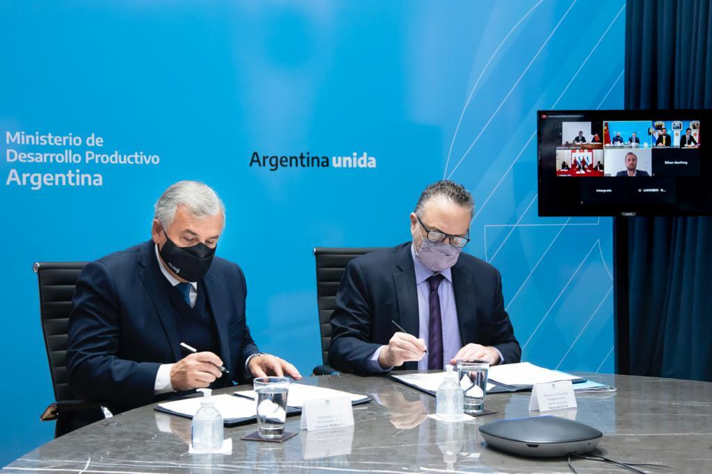 Matías Kulfas y Morales firmaron un acuerdo con Ganfeng Lithium para avanzar en la instalación de una fábrica de baterías de litio