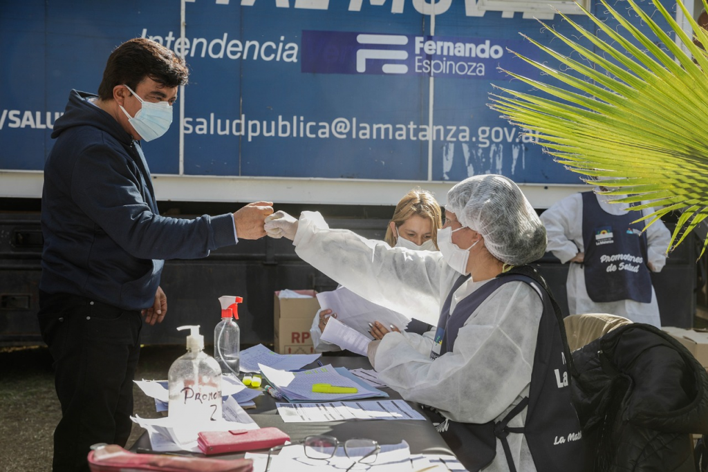 """Fernando Espinoza: """"Con las herramientas que estamos implementando logramos bajar los contagios"""""""
