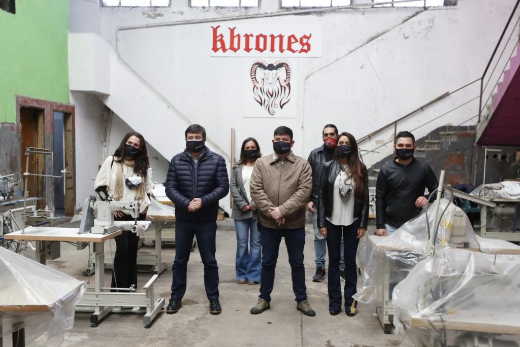 Desarrollo Social entregó maquinarias para potenciar la producción de una cooperativa textil