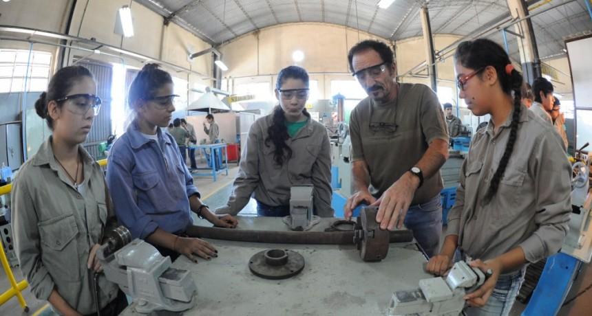 784.671 jóvenes con prestaciones de empleo o formación con préstamo del Banco Mundial