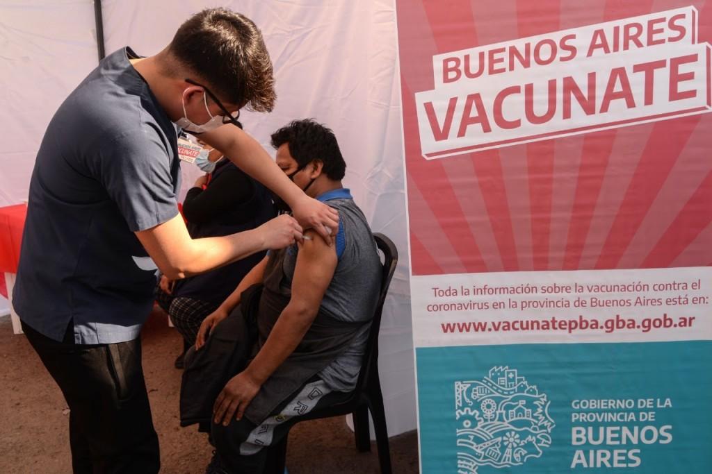 El Municipio de Morón y la Provincia desplegaron una jornada de vacunación en el Mercado Saropalca