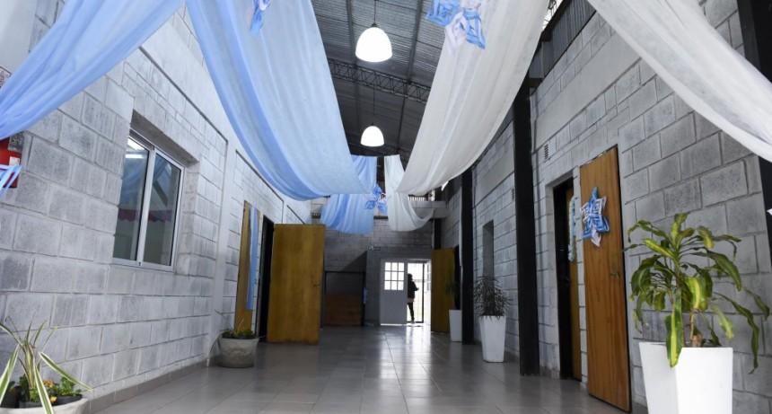 Trotta y Arroyo inauguraron el primer Centro Socioeducativo Comunitario del país