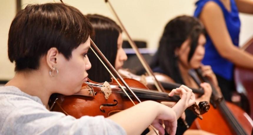 Jóvenes de La Matanza reciben la beca nacional Martha Argerich