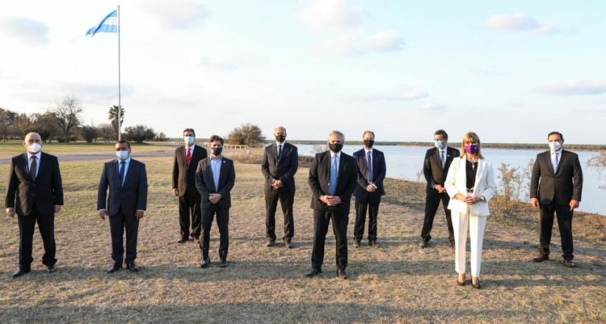 El Presidente encabezó la firma del Acuerdo Federal de la Hidrovía Paraguay Paraná
