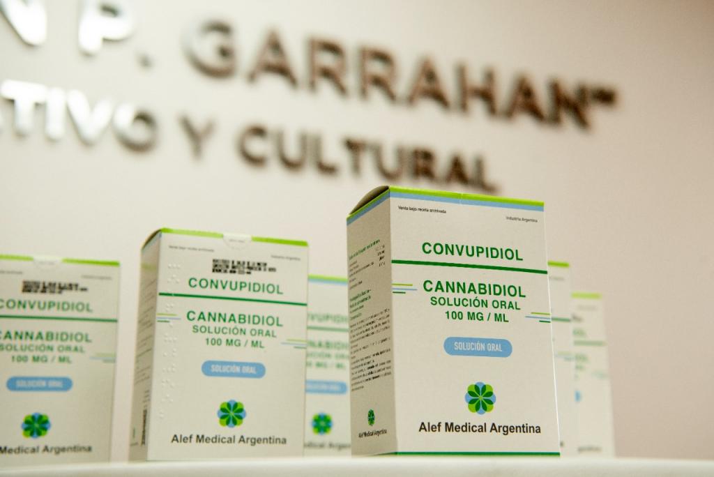 El Ministerio de Salud realizó la primera entrega de cannabis medicinal a pacientes con epilepsia del Hospital Garrahan