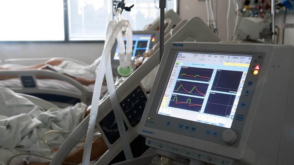 Murieron 300 personas y hubo 13.736 nuevos contagios por covid-19 en la Argentina