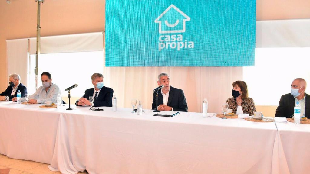 Ferraresi y Ziliotto firmaron convenios para la construcción de 1.100 viviendas