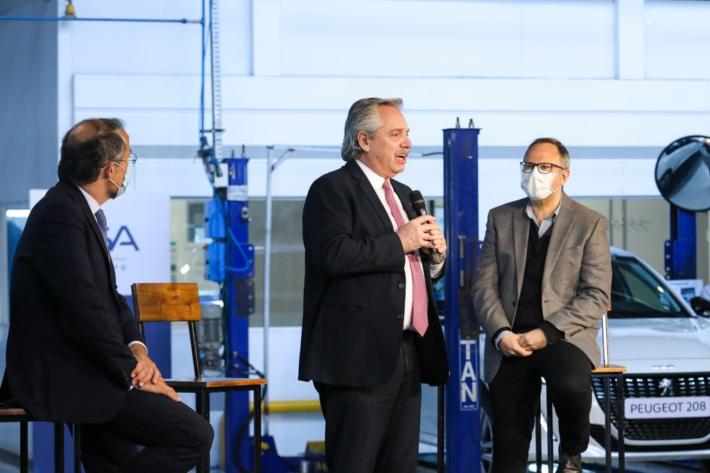 """Alberto Fernández convocó a """"sentar en la misma mesa a los que producen, a los que trabajan y al Estado"""""""