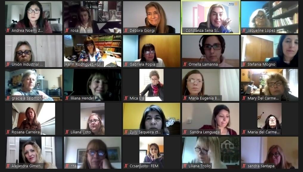 Empresarias y Emprendedoras de La Matanza, reunidas con Débora Giorgi y Liliana Hendel.