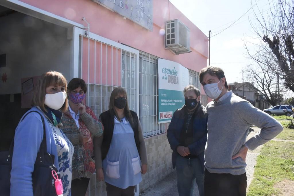 Ghi participó de una nueva entrega de alimentos en el Jardín N° 921 y recorrió las obras de mejoramiento en el lugar