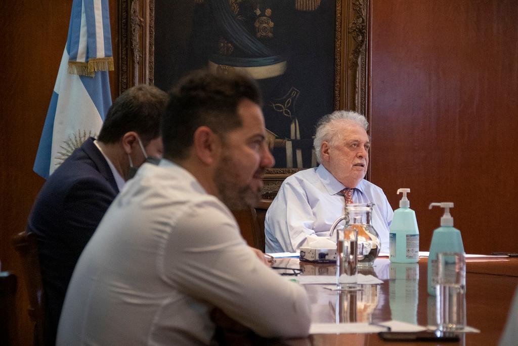 El ministro González García se reunió con sus pares para analizar la situación de COVID-19