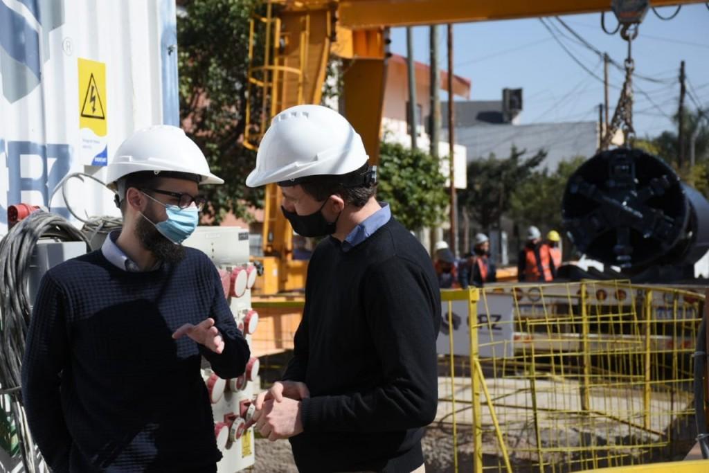 Lucas Ghi y el ministro Agustín Simone recorrieron las obras cloacales en Morón Sur