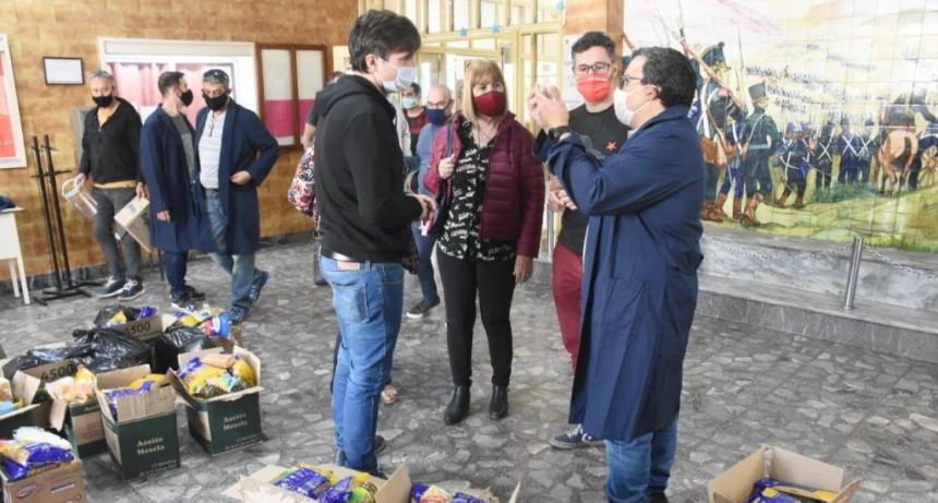 Ghi participó de una nueva entrega de alimentos en la Escuela Secundaria Nº6 de Morón