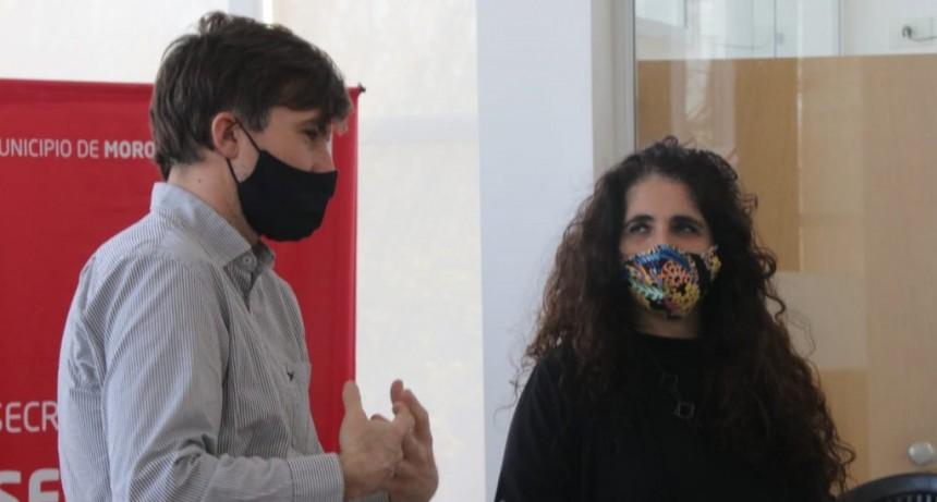 Ghi visitó al equipo de teleseguimiento a geriátricos en Morón