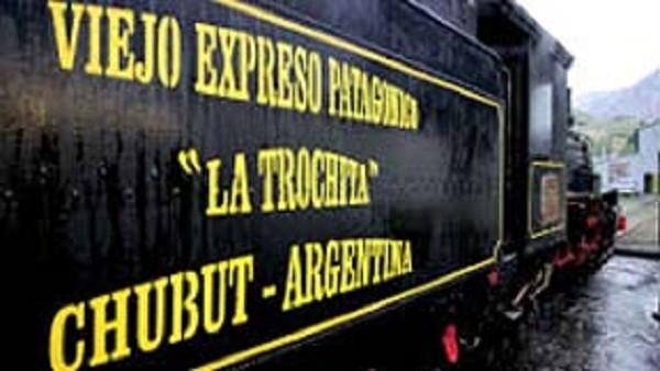 "1945: Ramal Ingeniero Jacobacci-Esquel:  (Trocha angosta 75 cm – ""La trochita"")"