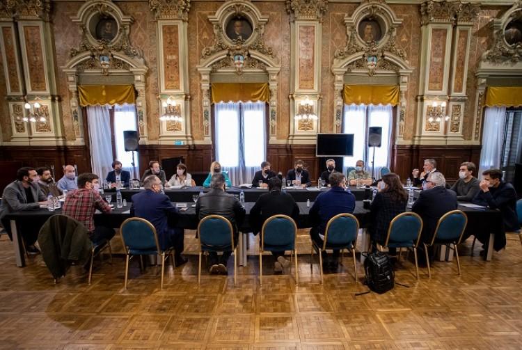 Axel Kicillof se reunió con intendentes e intendentas de la primera sección electoral