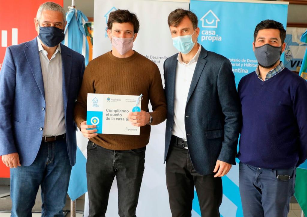Jorge Ferraresi y Lucas Ghi entregaron viviendas y créditos para construcción en Morón