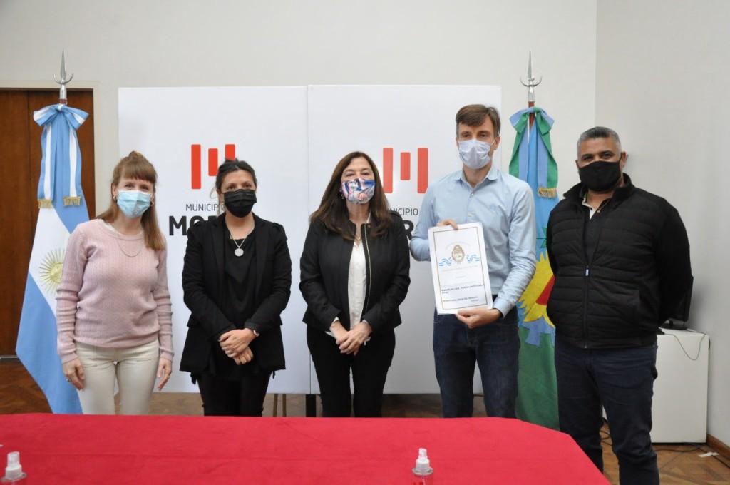 El Municipio de Morón y la Provincia de Buenos Aires entregaron escrituras a vecinos y vecinas