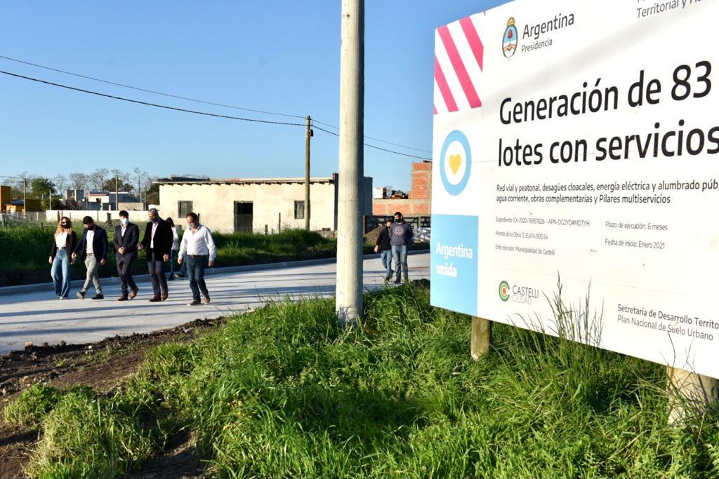 Jorge Ferraresi entregó créditos para construcción y lotes con servicios en la provincia de Buenos Aires