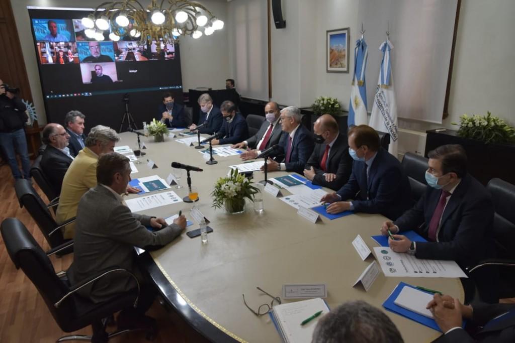 Julián Domínguez anunció medidas sobre exportación de carne vacuna junto a gobernadores