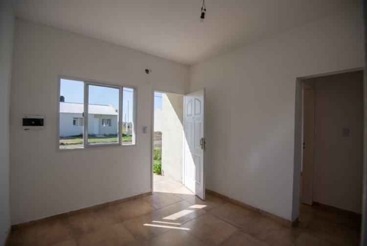 La Provincia y el municipio entregaron viviendas en Carmen de Areco