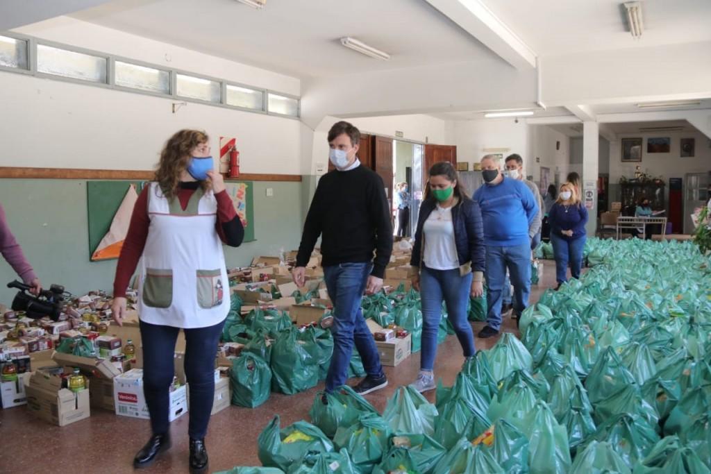 Nuevo operativo de entrega de alimentos en la EP Nº 58 de El Palomar