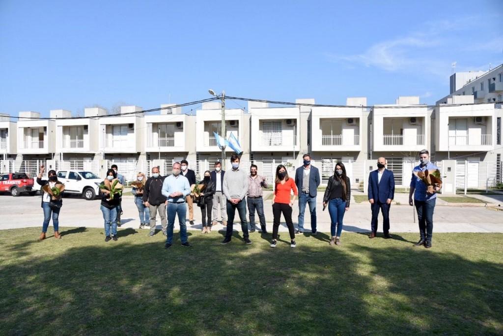Ghi y la Directora Ejecutiva de ANSES, Fernanda Raverta, entregaron 5 viviendas del Procrear de Haedo a sus nuevos dueños