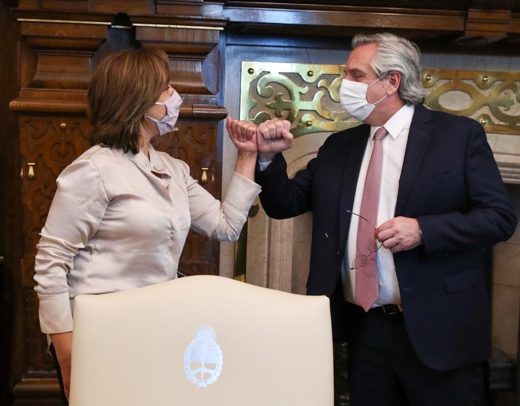 El Presidente recibió a la gobernadora de Río Negro, Arabela Carreras