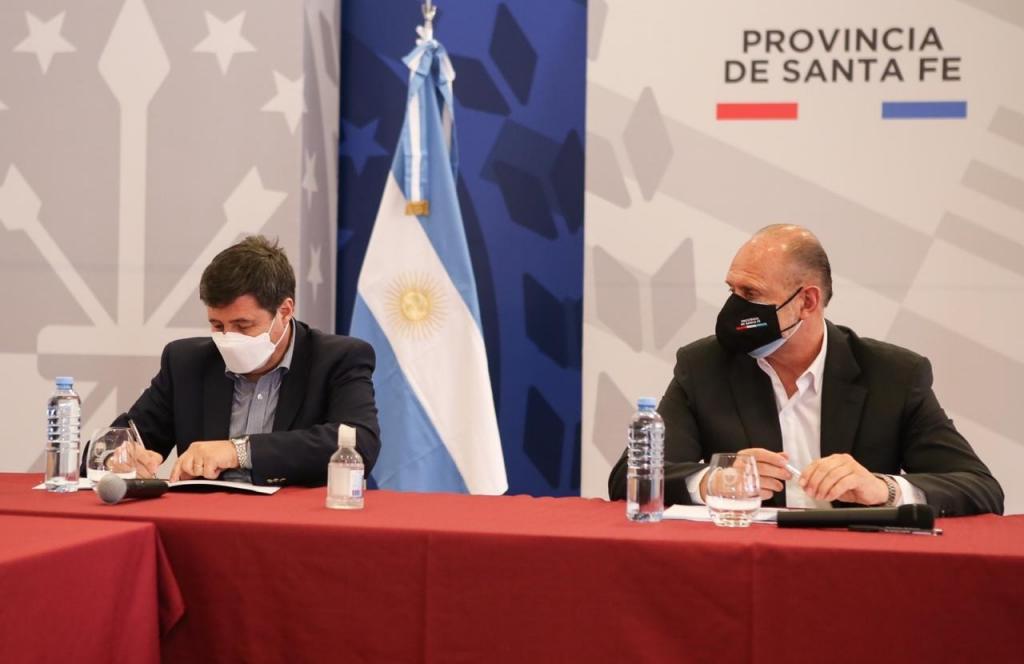 Arroyo y Perotti firmaron un convenio de asistencia alimentaria y sanitaria para seis ciudades santafesinas